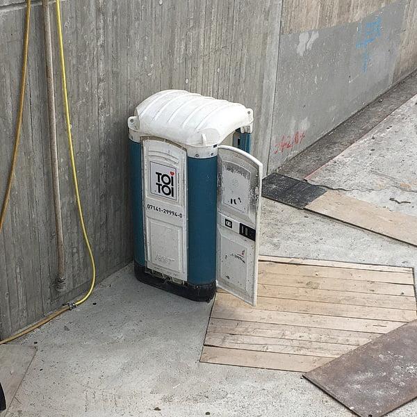 Туалетная кабина_J0042